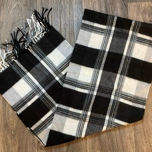 Black white gray plaid super soft scarf fringe!